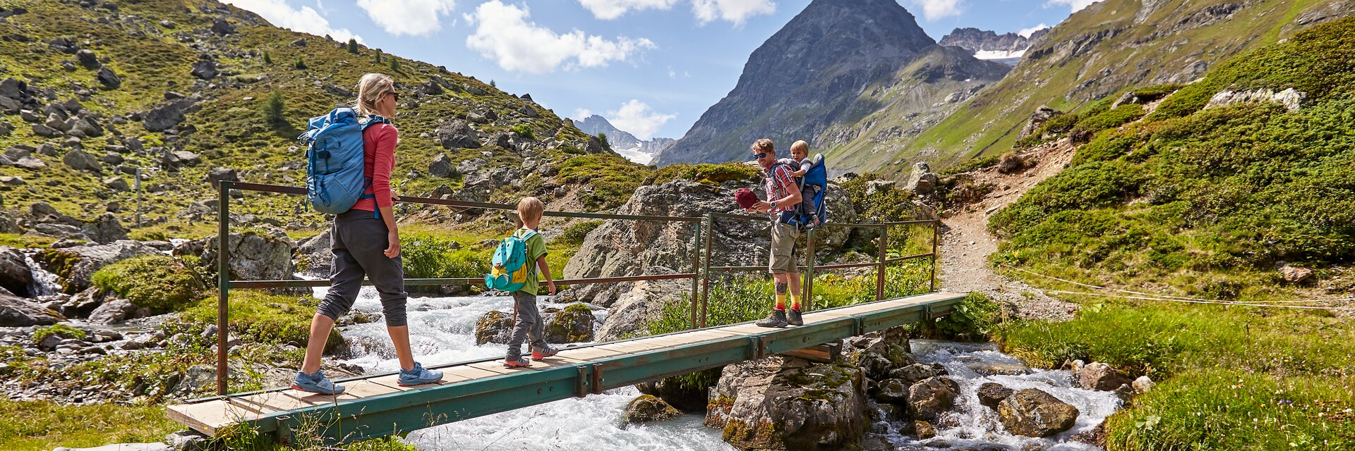 family hike in Ischgl